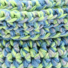 Panier en crochet bleu vert