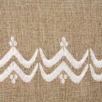 Matrouza – Grande trousse berbère blanche en jute brodée 2
