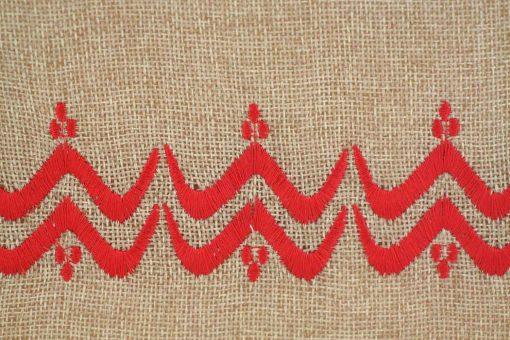 Matrouza – Grande trousse berbère rouge en jute brodée 2