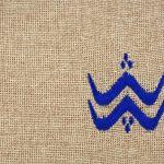 Matrouza – Petite trousse berbère bleue en jute brodée 2
