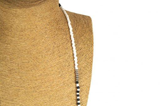 Lounayal sautoir à pompon blanc noir perles bicolores collier à pompon 2
