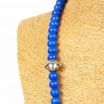 Biwarda – Sautoir à perles en bois et pendentif passementerie bleu 3