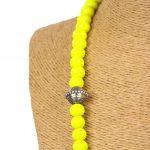Biwarda – Sautoir à perles en bois et pendentif passementerie jaune 3