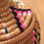Aryal – Panier berbère naturel et couleurs Aklou – Modèle 1 (3)